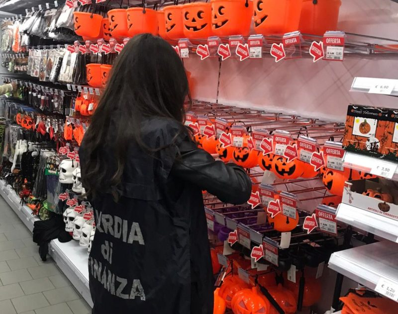 Halloween sicuro: la Guardia di Finanza sequesta 12.000 articoli