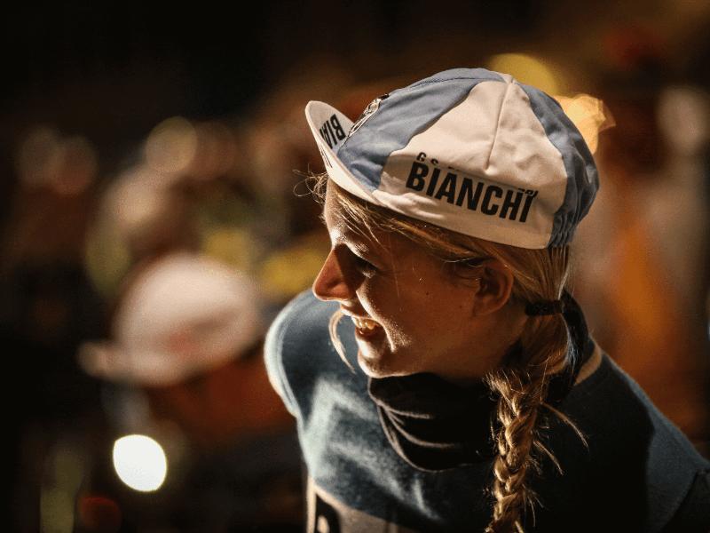 L'Eroica: spettacolo sulle strade bianche con ottomila ciclisti da tutto il mondo