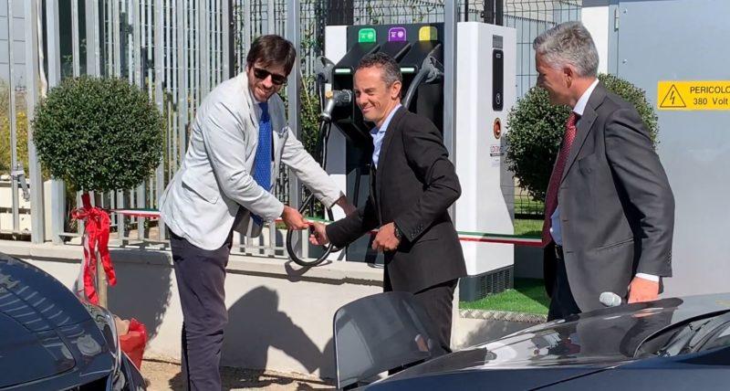 Nissan Tosoni Auto inaugura a Siena la prima colonnina di ricarica rapida per veicoli elettrici