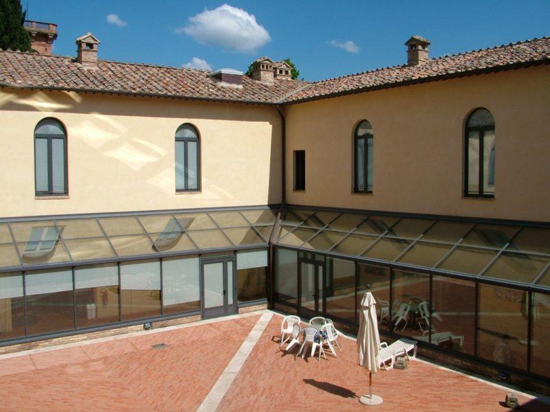Tamponi a tappeto nelle Rsa toscane: 61 positivi tra Santa Petronilla e Sarteano
