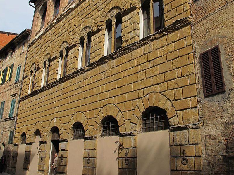Palazzo San Galgano, si valuta l'intervento per risistemare la facciata