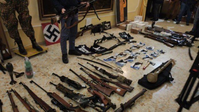 Operazione anti estremisti di destra, scovato un vero e proprio arsenale – FOTO