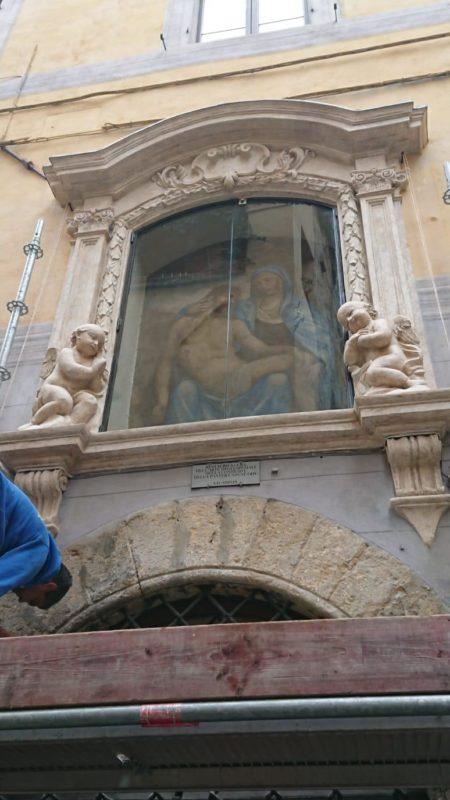 Arte degli Speziali della Contrada della Pantera inaugura il restauro della Madonna del Corvo