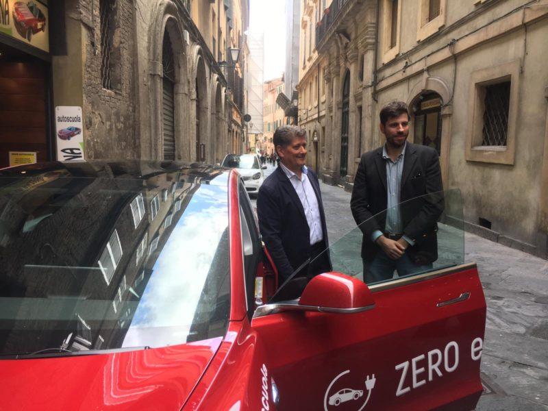 A Siena la scuola guida a bordo dell'auto ecologica e hi-tech