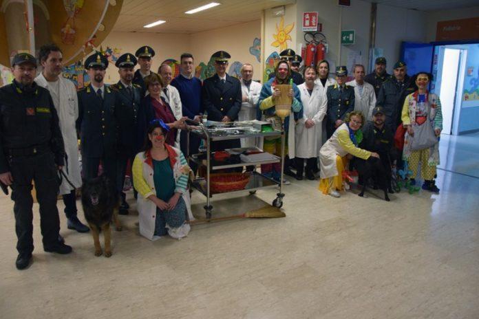 Guardia di Finanza dona regali ai piccoli pazienti del Dipartimento della Donna e dei Bambini
