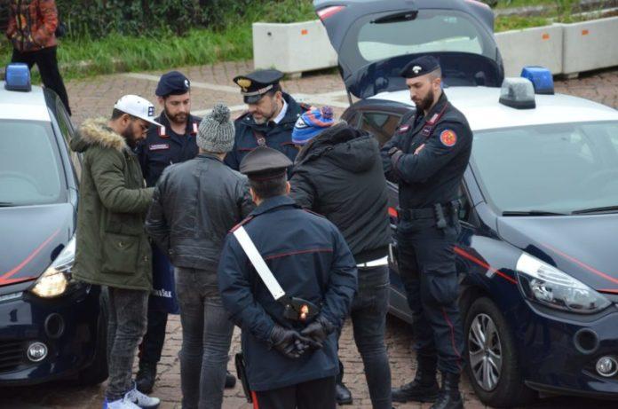 Droga negli alberghi dei richiedenti asilo del senese: blitz dei carabinieri