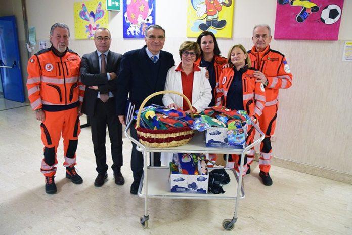 I doni della Pubblica Assistenza di Castelnuovo Berardenga al Dipartimento della Donna e dei Bambini