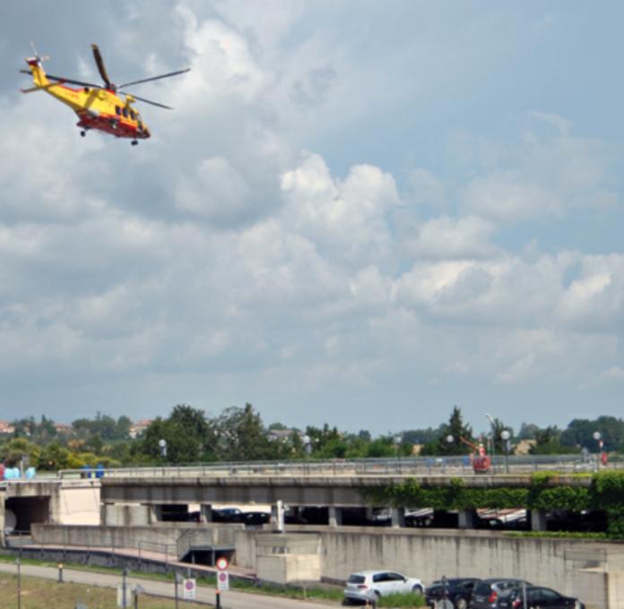 Lavori di ammodernamento all'eliporto: atterraggio Pegaso alla caserma Bandini