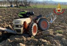Si ribalta col trattore, 71enne si frattura una gamba