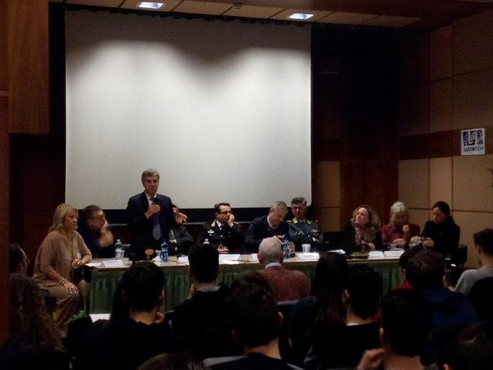 """""""Camorra, un dramma non solo napoletano"""". All'Istituto Sarrocchi un incontro tra istituzioni e studenti"""