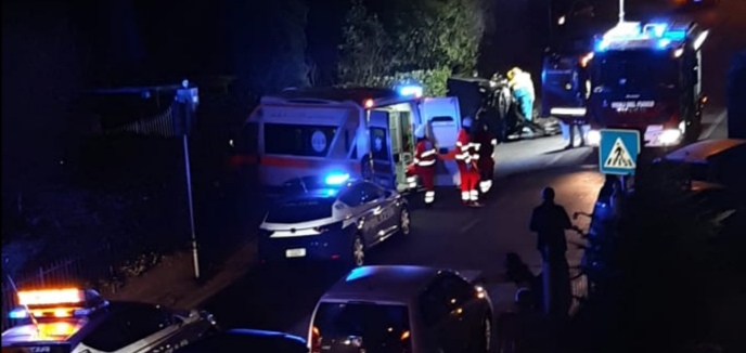 Incidente stradale alla Coroncina, un'auto ribaltata