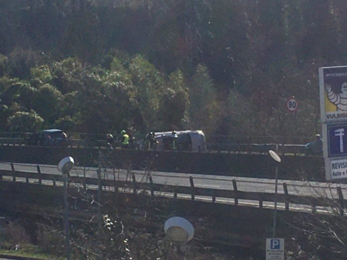 Chiusa la tangenziale: auto ribaltata presso l'uscita di Siena Ovest