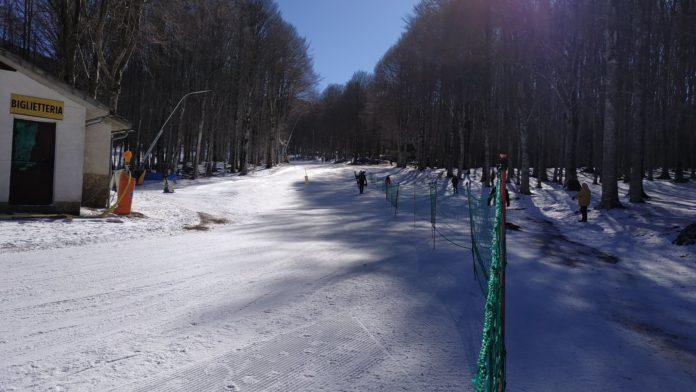 Piccole nevicate ad alta quota. Piste aperte tra Appennino pistoiese, Garfagnana e Amiata