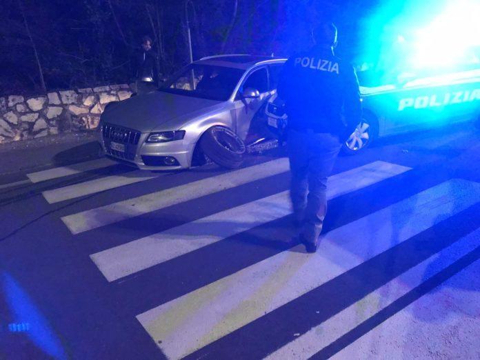Ladri in fuga dalla Polizia: un malvivente ruba un'auto e sfugge agli agenti