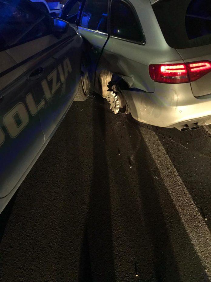 Polizia va all'inseguimento dei ladri e tampona la loro auto: malviventi in fuga