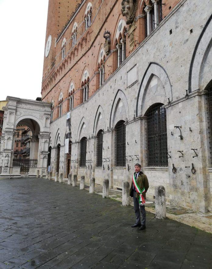 Ricordo delle vittime ed omaggio ai medici eroi: anche a Siena bandiere a mezz'asta e minuto di silenzio
