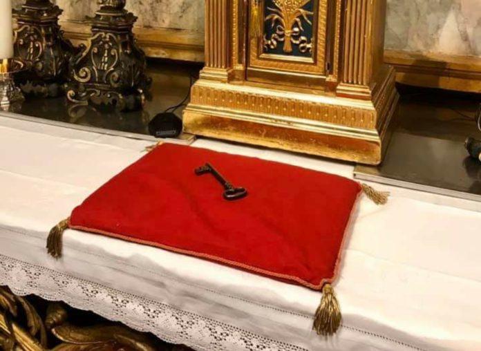 """""""L'ora più buia"""": L'offerta delle chiavi alla Madonna perché protegga Siena"""