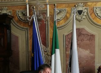 """De Mossi: """"In attesa della Regione, distribuiremo mascherine alle 26mila famiglie senesi"""""""