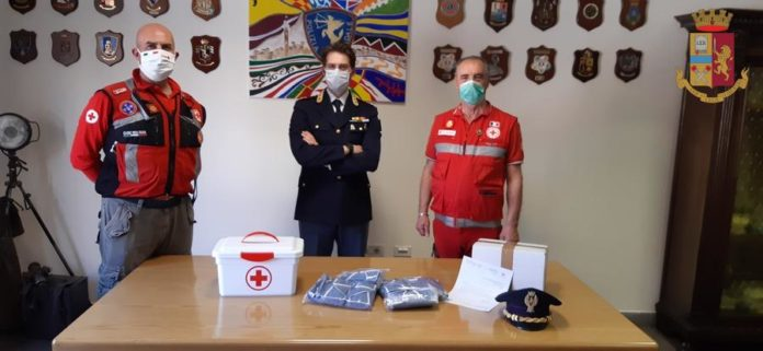La Croce Rossa di Siena dona 100 mascherine alla Polizia Stradale