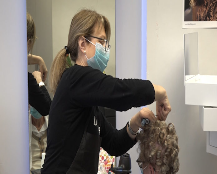 Parrucchieri e centri estetici: la ripartenza. In onda questa sera il rilievo di Siena Tv