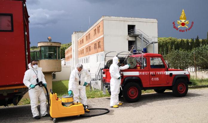 Coronavirus: i Vigili del Fuoco sanificano il carcere di San Gimignano
