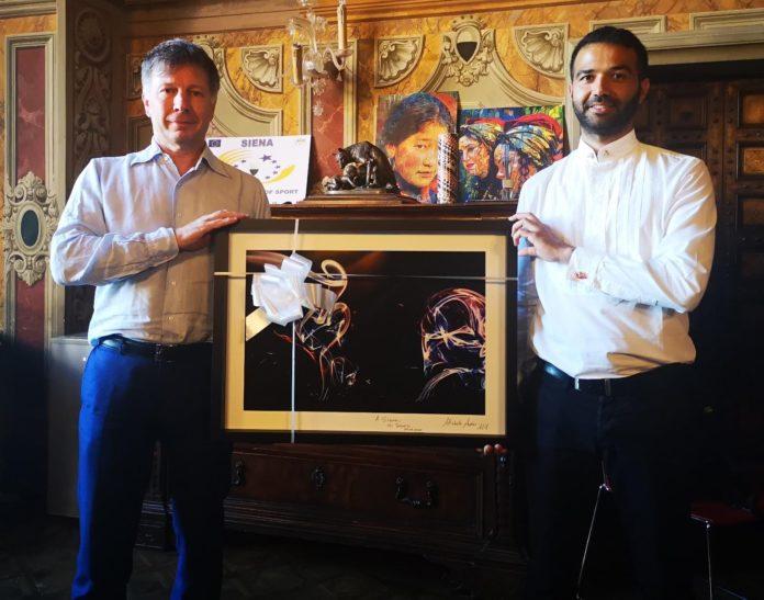 Il fotografo del National Geographic Michele Ardu omaggia il Palio: donata opera a Siena