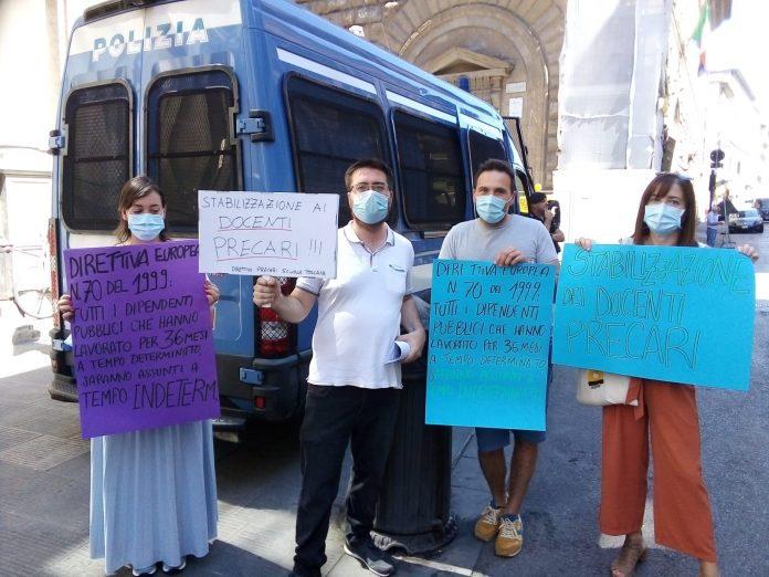 """Insegnanti precari senesi protestano a Firenze: """"A queste condizioni non torniamo in classe"""""""