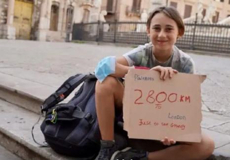 Romeo, 10 anni, a piedi da Palermo a Londra lungo la via Francigena passando per Siena