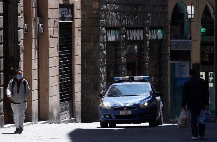 Polizia, rocambolesco inseguimento con i ladri per le vie di Siena