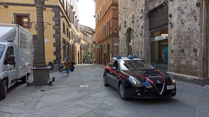 Ricercato per droga passeggiava di notte in centro violando il coprifuoco: arrestato dai carabinieri