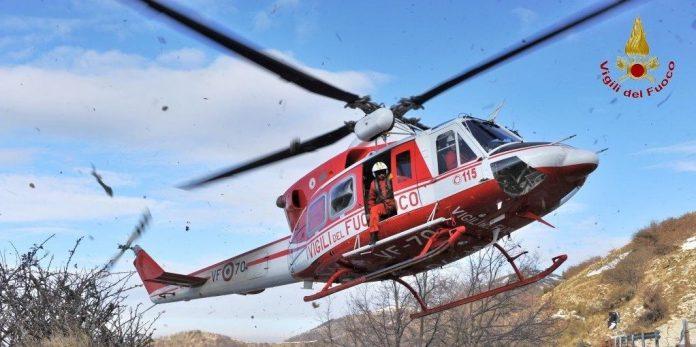 I vigili del fuoco salvano tre persone disperse nel bosco