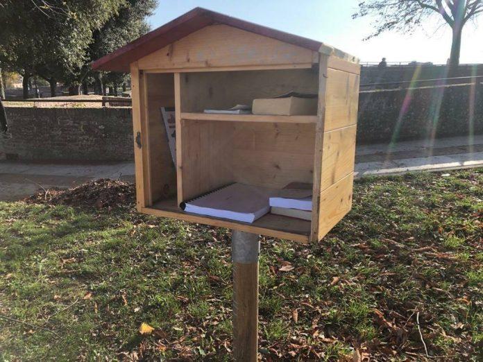 Vandalizzata la little free library in Fortezza