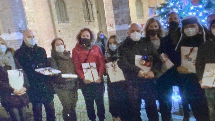 Le contrade donano alla Caritas i regali per i bambini
