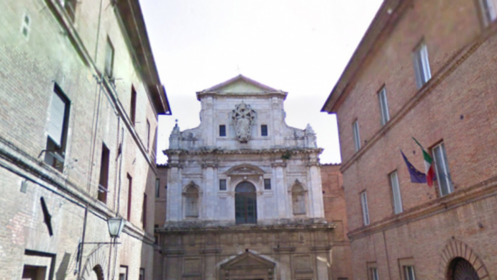 """Siena: """"Aperti per voi"""", la chiesa di San Raimondo al Refugio protagonista dell'iniziativa del Touring Club Italiano"""