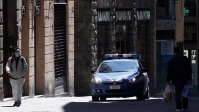 Siena: tenta il furto di alcolici, scoperto spacca una bottiglia in testa al commesso