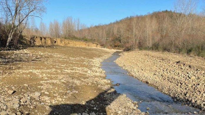 Chiusdino, intervento di manutenzione lungo il torrente Saio