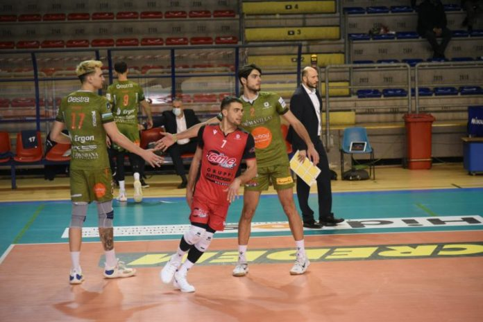 A Taranto l'ottava meraviglia della Emma Villas Siena: vittoria per 1-3