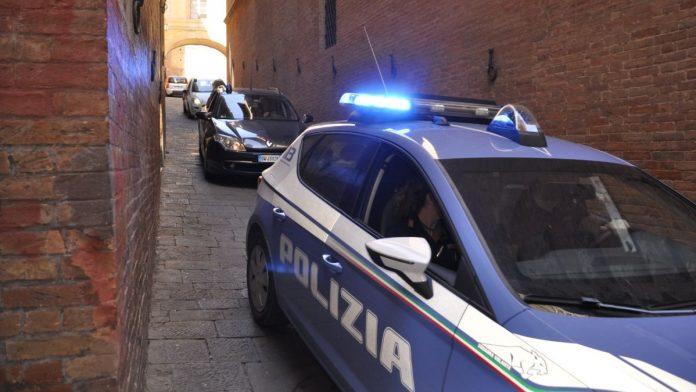 Siena: perseguita, maltratta e picchia la moglie, allontanato dalla Polizia di Stato