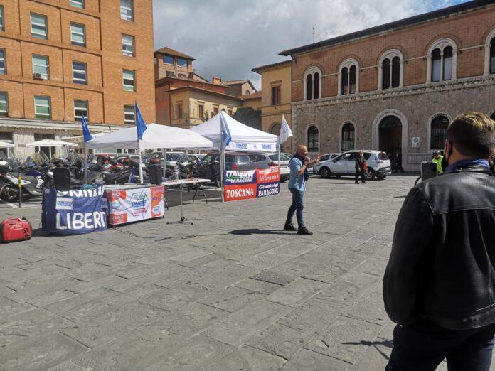 """""""Italexit"""": il senatore Gianluigi Paragone fa tappa a Siena"""