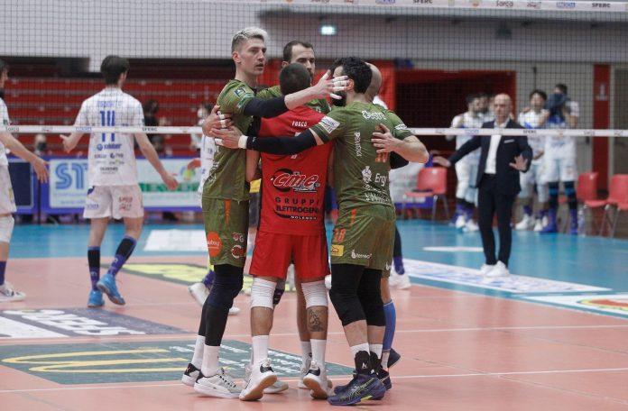 La stagione della Emma Villas termina a Brescia in semifinale: finisce il sogno Superlega