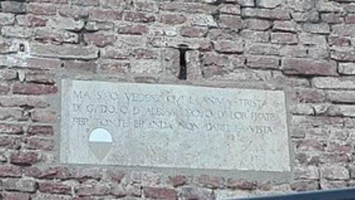 Lapidi con i versi della Divina Commedia a Siena: pronto il restauro da parte del Lions Club
