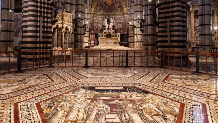 Il pavimento del Duomo di Siena resterà scoperto fino al 31 luglio