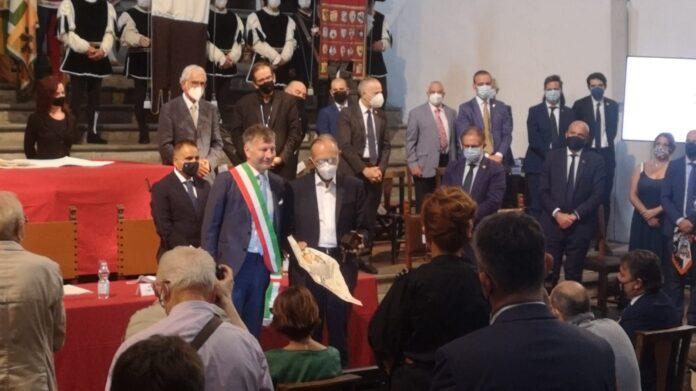 Premio Mangia, la medaglia a don Sergio Volpi presentata da Luca Luchini
