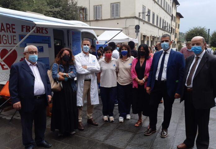 Afflusso record al camper vaccinale a Poggibonsi: ieri 164 dosi alla festa della Misericordia