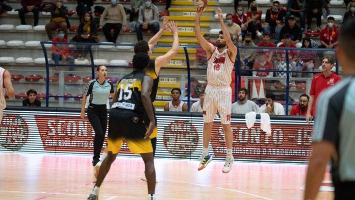 Basket: la San Giobbe Chiusi batte San Severo alla prima casalinga 84-71